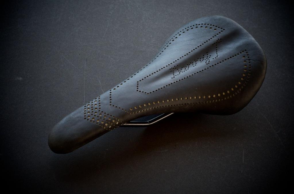 Cromag-Moon-reupholster-seat-mtb-mountainbike-seat-roadbike-custom-leather-leh-seats-Danny 5.jpg
