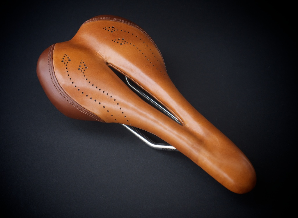 Custom-Selle-Italia-SLR-two-tone-Leather hand made oxford-reupholstered-upholster-shoemaking-leh-seats-motorcycle-cafe-racer-bike-bicycle-nahbs2014 2.jpg