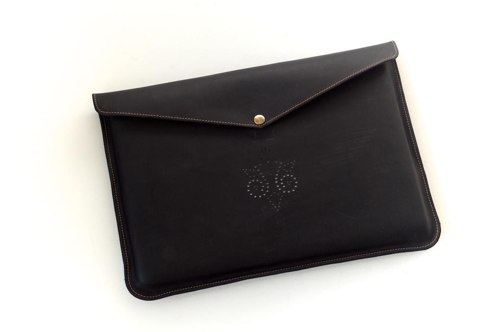 hand-made-usa-texas-austin-leather-black-gold-silk-lined-snap-macbook-macbookpro-retina-13%22-15%22-case-laptop-case-luxury-italian-brogue-leh-carson-style 1.jpg