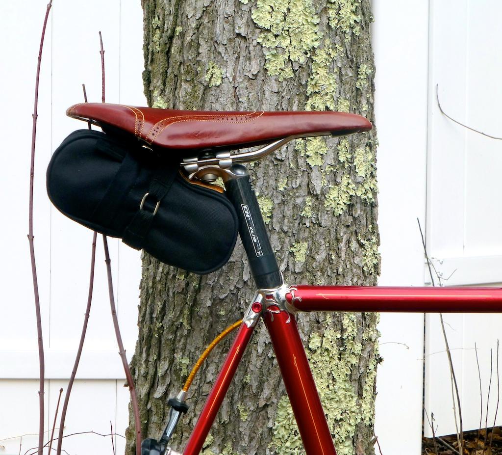 Columbine-road-bike-lugs-custom-brown-leather-fizik-roadbike-bar wrap-handlebar-handmade-leh-seats-wingtip 3.jpg