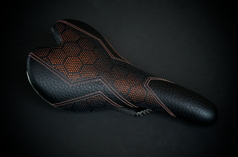 Fizik-Fi'Zi-K-Aliante-Carbon-recover-recovered-reupholstered-repaired-leather-black-orange-hexagon-honeycomb-Tron-stitching-handmade-pebbleleather-carbonfiber-lightweight-saddle-seat-bike-bicycle-leatherwork-made-in-Austin-Texas-Busyman-brook (10).jpg