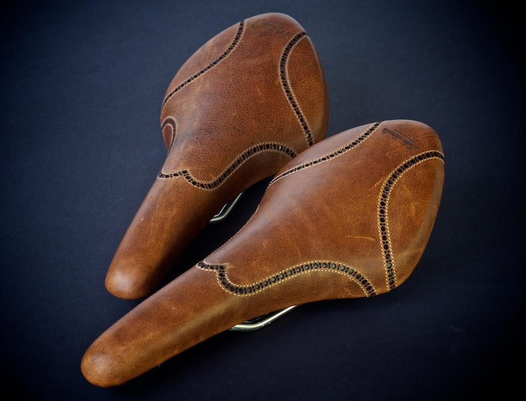 Antique-Brown-leather-fizik-Arione-wingtip-brogue-shoe-handmade-Austin-texas-Leh-seats 6.jpg