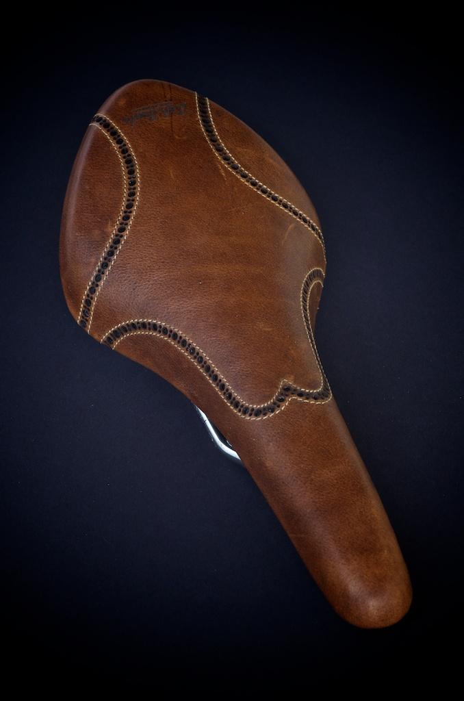 Antique-Brown-leather-fizik-Arione-wingtip-brogue-shoe-handmade-Austin-texas-Leh-seats 4.jpg