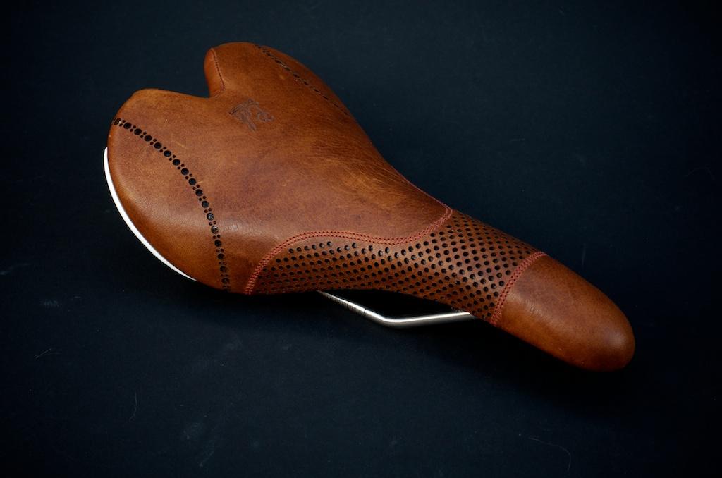 Fizik-Leather-Brown-Aliante-leh-seats 1.jpg