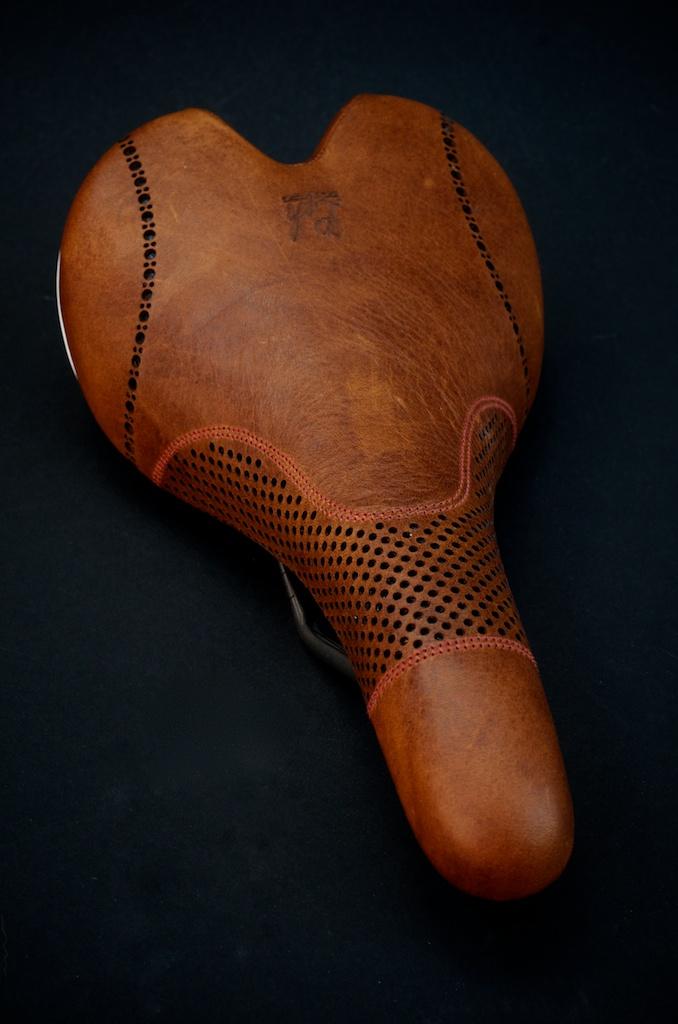 Fizik-Leather-Brown-Aliante-leh-seats 2.jpg