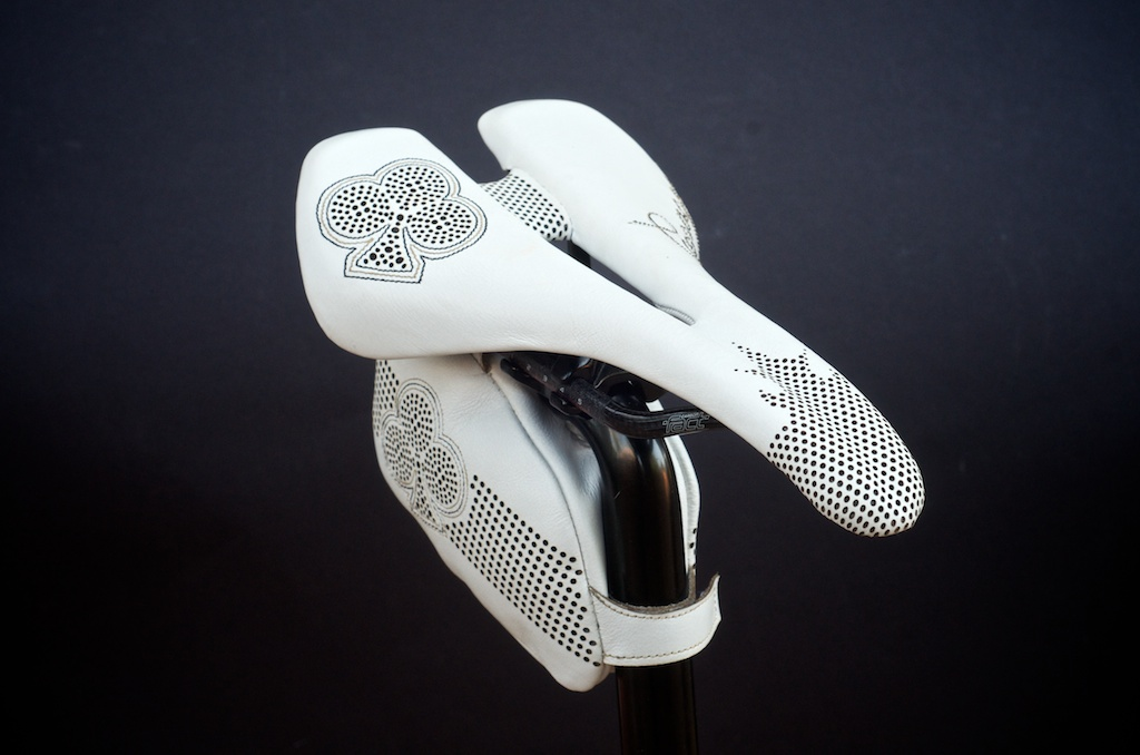 Leh-Seats-Custom-leather-bike-saddles-bag-colnago-c59-c60-white-gold-black-cycling-road-track-specialized-romin-evo-155 2.jpg