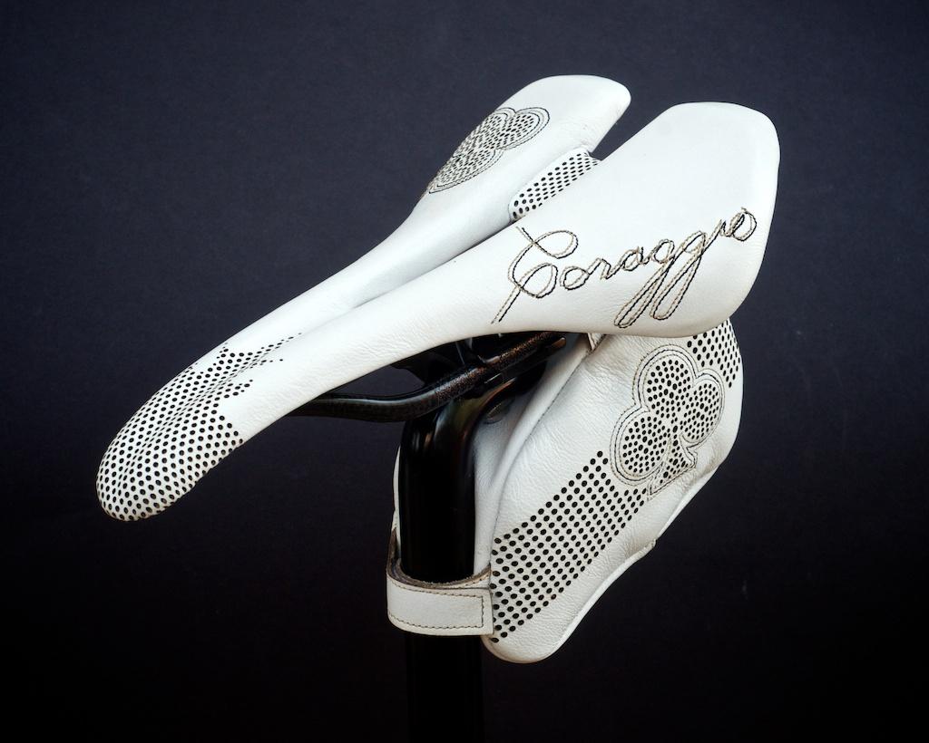 Leh-Seats-Custom-leather-bike-saddles-bag-colnago-c59-c60-white-gold-black-cycling-road-track-specialized-romin-evo-155 3.jpg