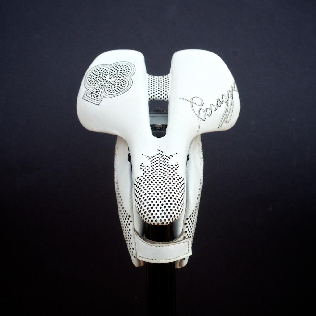 Leh-Seats-Custom-leather-bike-saddles-bag-colnago-c59-c60-white-gold-black-cycling-road-track-specialized-romin-evo-155 4.jpg