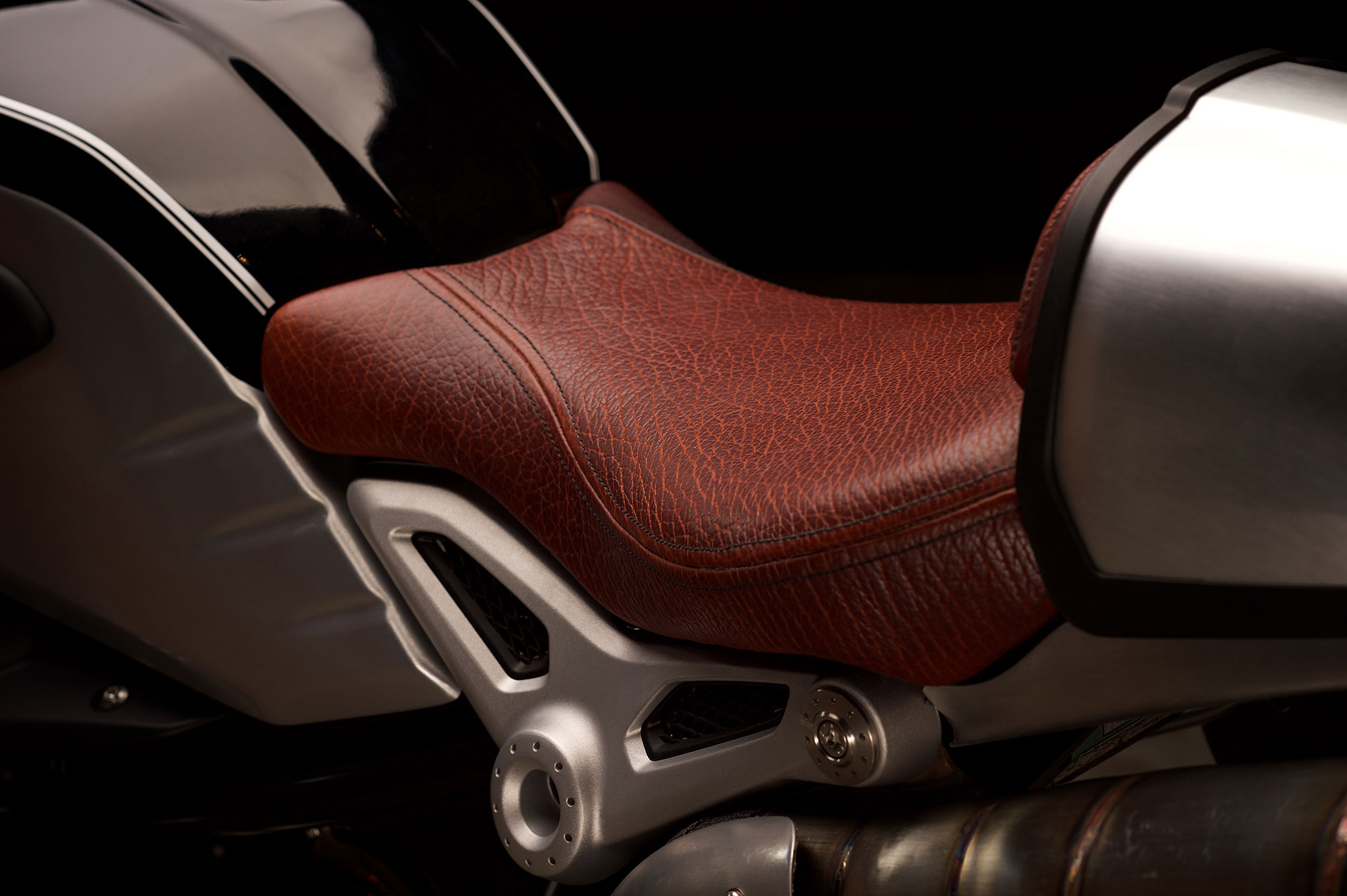 Revival-Cycles-Custom-Build-2014-BMW-RNineT-v2-061-2000w.jpg