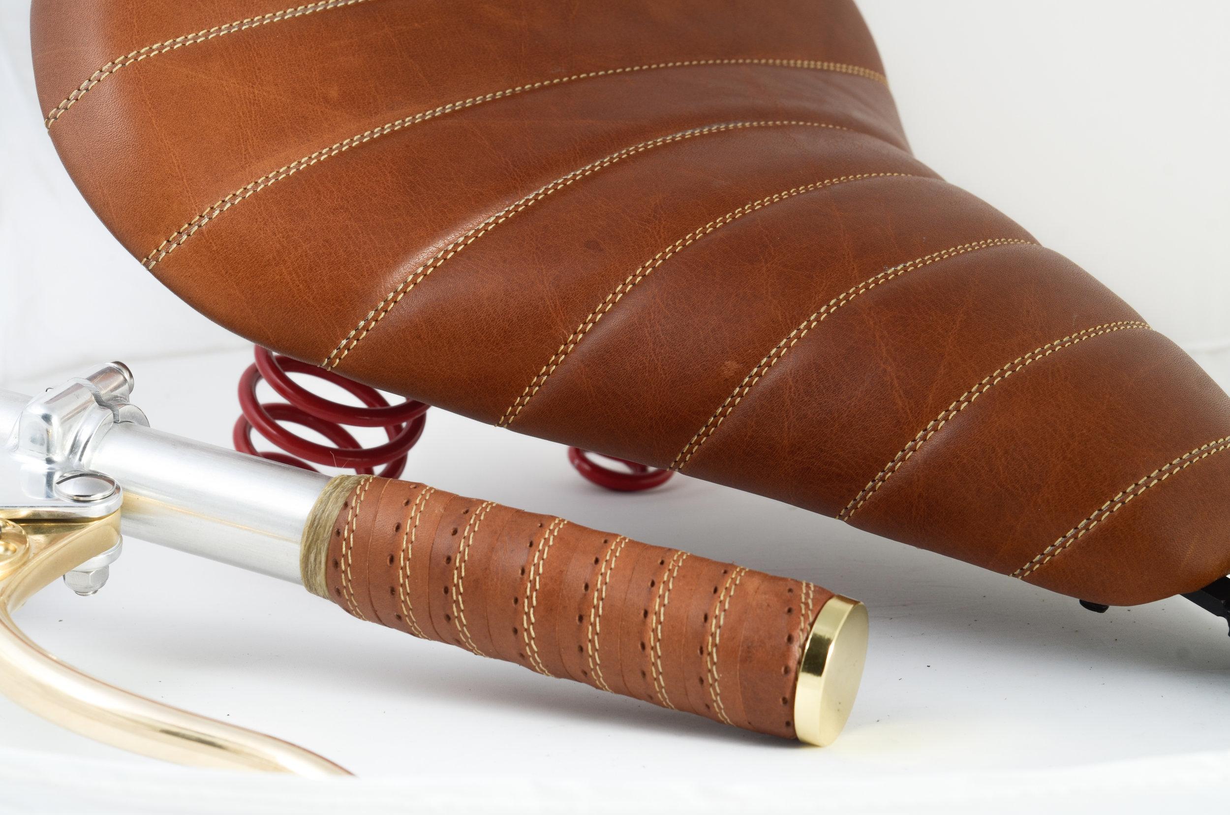 Bobber kit chestnut-custom leather motorcycle seat and grips-4.jpg