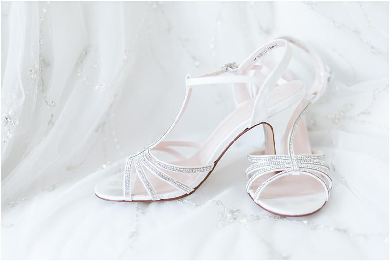 timeless-grosse-pointe-academy-wedding-photos-in-grosse-pointe-mi-by-courtney-carolyn-photography_0008.jpg