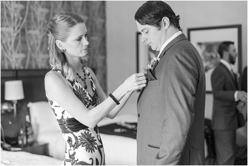 timeless-grosse-pointe-academy-wedding-photos-in-grosse-pointe-mi-by-courtney-carolyn-photography_0010.jpg