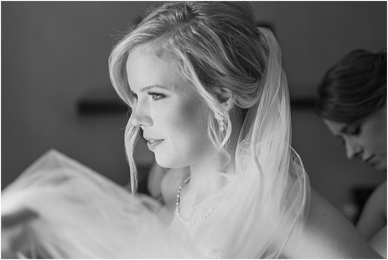 timeless-grosse-pointe-academy-wedding-photos-in-grosse-pointe-mi-by-courtney-carolyn-photography_0016.jpg