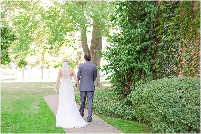 timeless-grosse-pointe-academy-wedding-photos-in-grosse-pointe-mi-by-courtney-carolyn-photography_0058.jpg