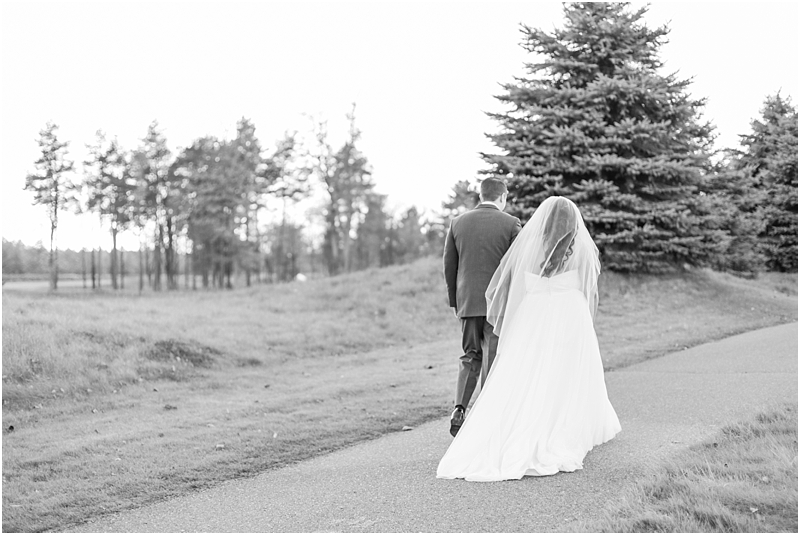 fall-port-huron-mi-wedding-photos-at-solitude-links-golf-course-by-courtney-carolyn-photography_0077.jpg