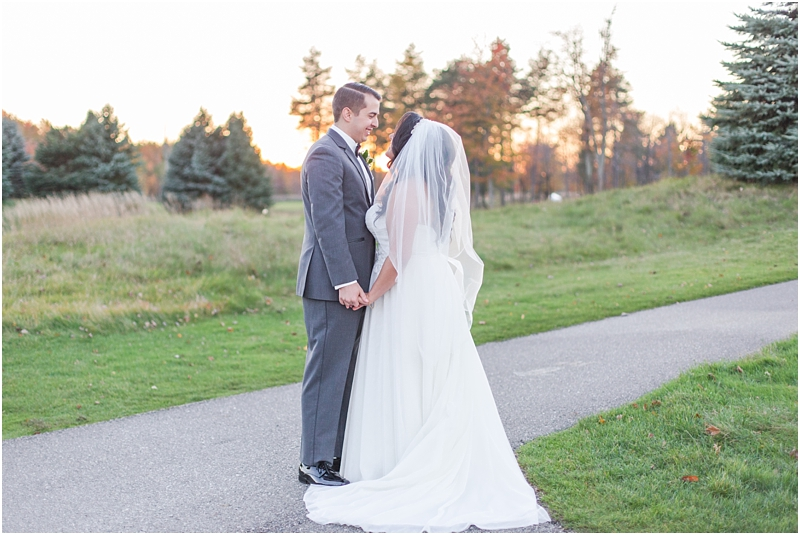 fall-port-huron-mi-wedding-photos-at-solitude-links-golf-course-by-courtney-carolyn-photography_0081.jpg