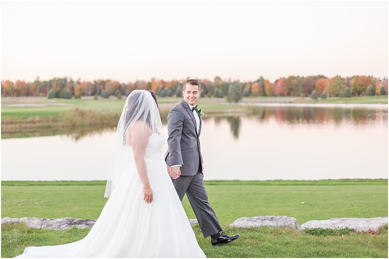fall-port-huron-mi-wedding-photos-at-solitude-links-golf-course-by-courtney-carolyn-photography_0098.jpg