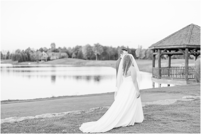 fall-port-huron-mi-wedding-photos-at-solitude-links-golf-course-by-courtney-carolyn-photography_0100.jpg
