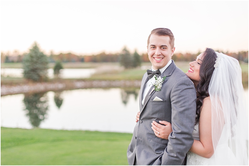 fall-port-huron-mi-wedding-photos-at-solitude-links-golf-course-by-courtney-carolyn-photography_0101.jpg