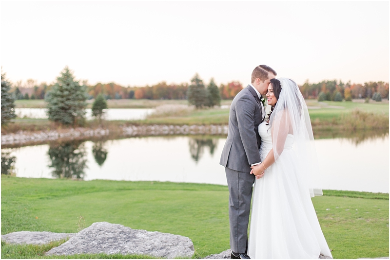 fall-port-huron-mi-wedding-photos-at-solitude-links-golf-course-by-courtney-carolyn-photography_0102.jpg