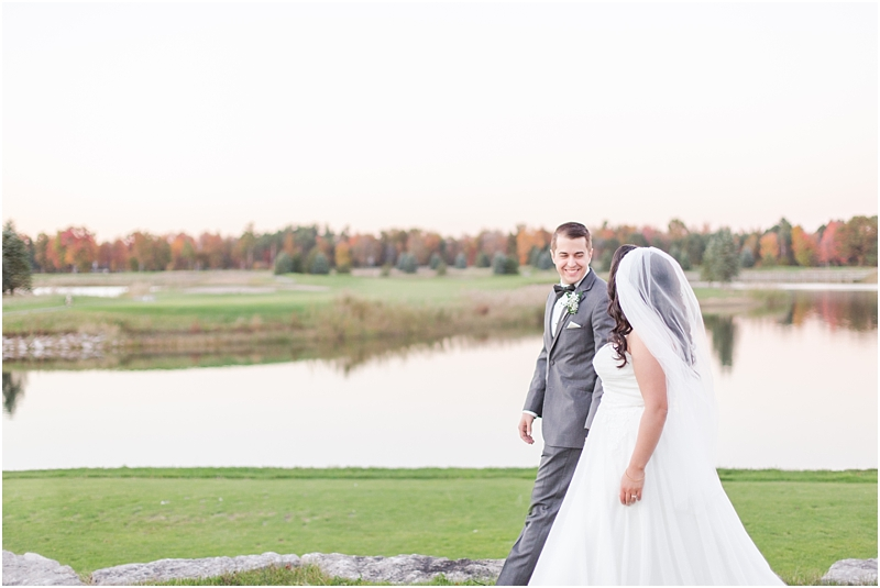 fall-port-huron-mi-wedding-photos-at-solitude-links-golf-course-by-courtney-carolyn-photography_0125.jpg