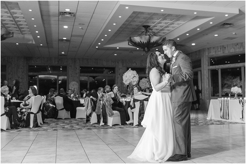 fall-port-huron-mi-wedding-photos-at-solitude-links-golf-course-by-courtney-carolyn-photography_0141.jpg