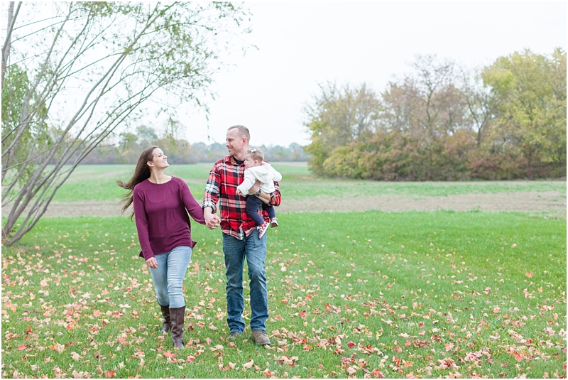 fall-fine-art-lifestyle-family-portraits-in-monroe-mi-by-courtney-carolyn-photography_0009.jpg
