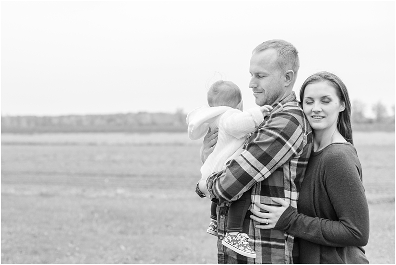 fall-fine-art-lifestyle-family-portraits-in-monroe-mi-by-courtney-carolyn-photography_0017.jpg