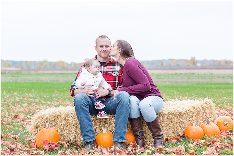 fall-fine-art-lifestyle-family-portraits-in-monroe-mi-by-courtney-carolyn-photography_0018.jpg