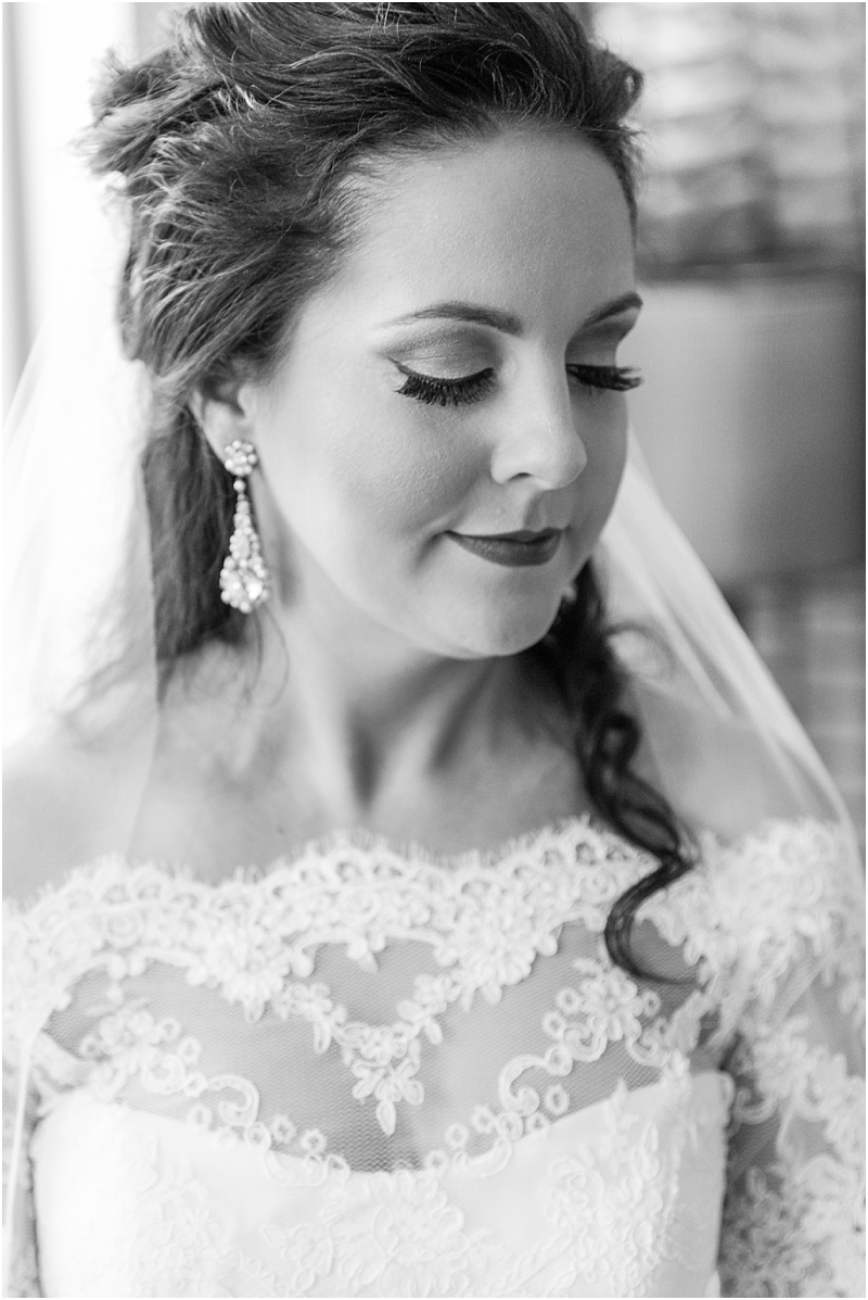 elegant-classic-wedding-photos-in-detroit-mi-at-the-colony-club-detroit-institute-of-arts-the-most-blessed-sacrament-by-courtney-carolyn-photography_0028.jpg