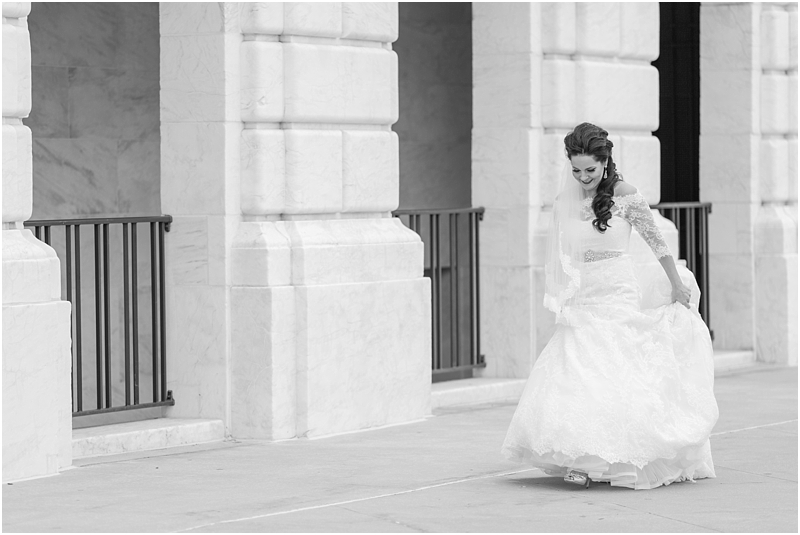 elegant-classic-wedding-photos-in-detroit-mi-at-the-colony-club-detroit-institute-of-arts-the-most-blessed-sacrament-by-courtney-carolyn-photography_0033.jpg