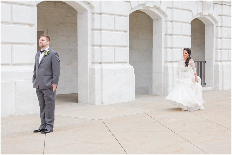 elegant-classic-wedding-photos-in-detroit-mi-at-the-colony-club-detroit-institute-of-arts-the-most-blessed-sacrament-by-courtney-carolyn-photography_0035.jpg