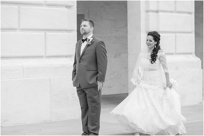 elegant-classic-wedding-photos-in-detroit-mi-at-the-colony-club-detroit-institute-of-arts-the-most-blessed-sacrament-by-courtney-carolyn-photography_0036.jpg