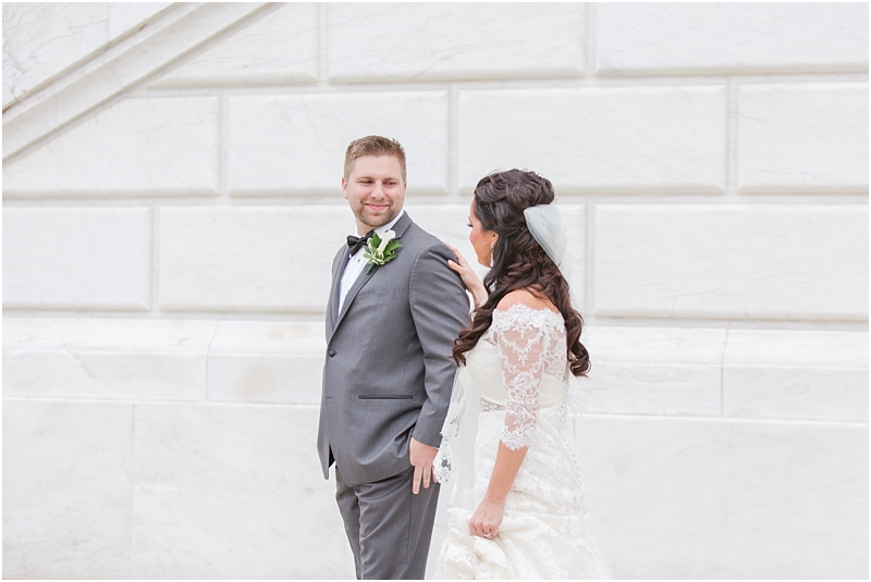 elegant-classic-wedding-photos-in-detroit-mi-at-the-colony-club-detroit-institute-of-arts-the-most-blessed-sacrament-by-courtney-carolyn-photography_0037.jpg