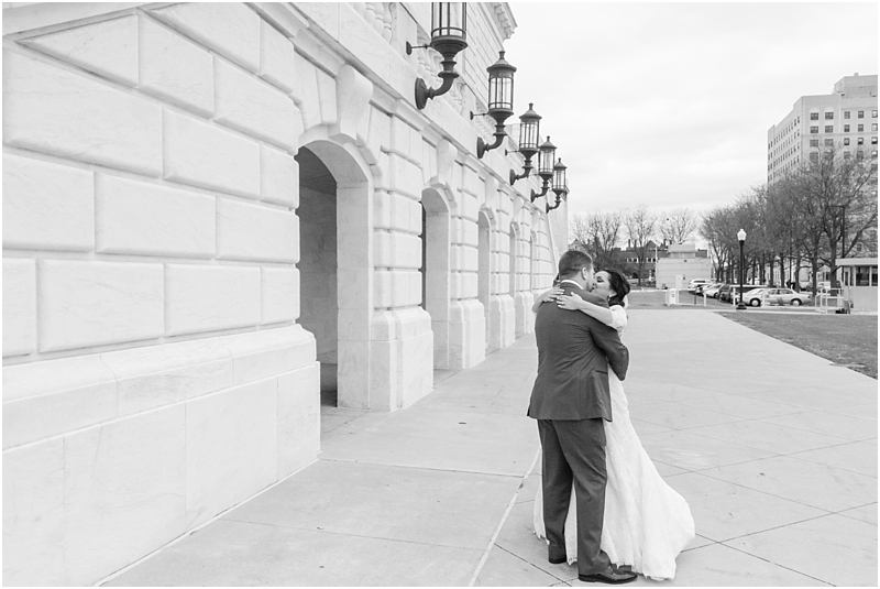 elegant-classic-wedding-photos-in-detroit-mi-at-the-colony-club-detroit-institute-of-arts-the-most-blessed-sacrament-by-courtney-carolyn-photography_0038.jpg