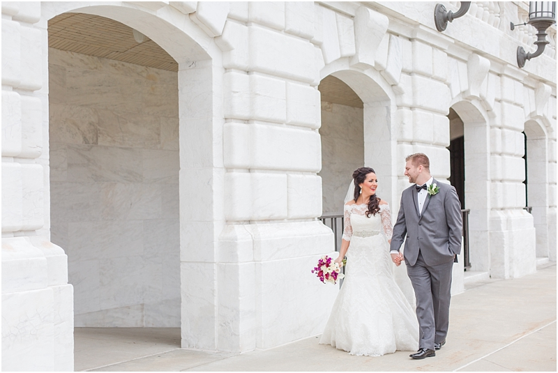 elegant-classic-wedding-photos-in-detroit-mi-at-the-colony-club-detroit-institute-of-arts-the-most-blessed-sacrament-by-courtney-carolyn-photography_0041.jpg