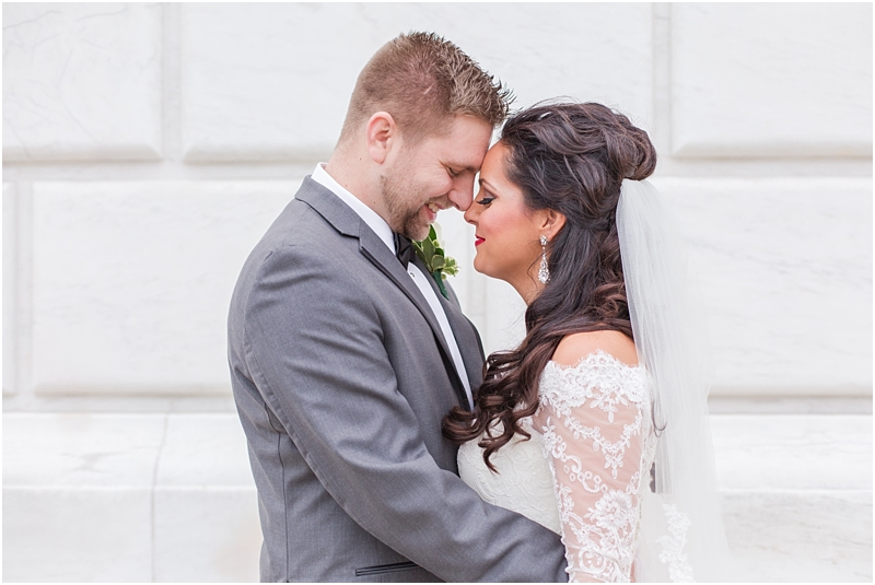 elegant-classic-wedding-photos-in-detroit-mi-at-the-colony-club-detroit-institute-of-arts-the-most-blessed-sacrament-by-courtney-carolyn-photography_0054.jpg