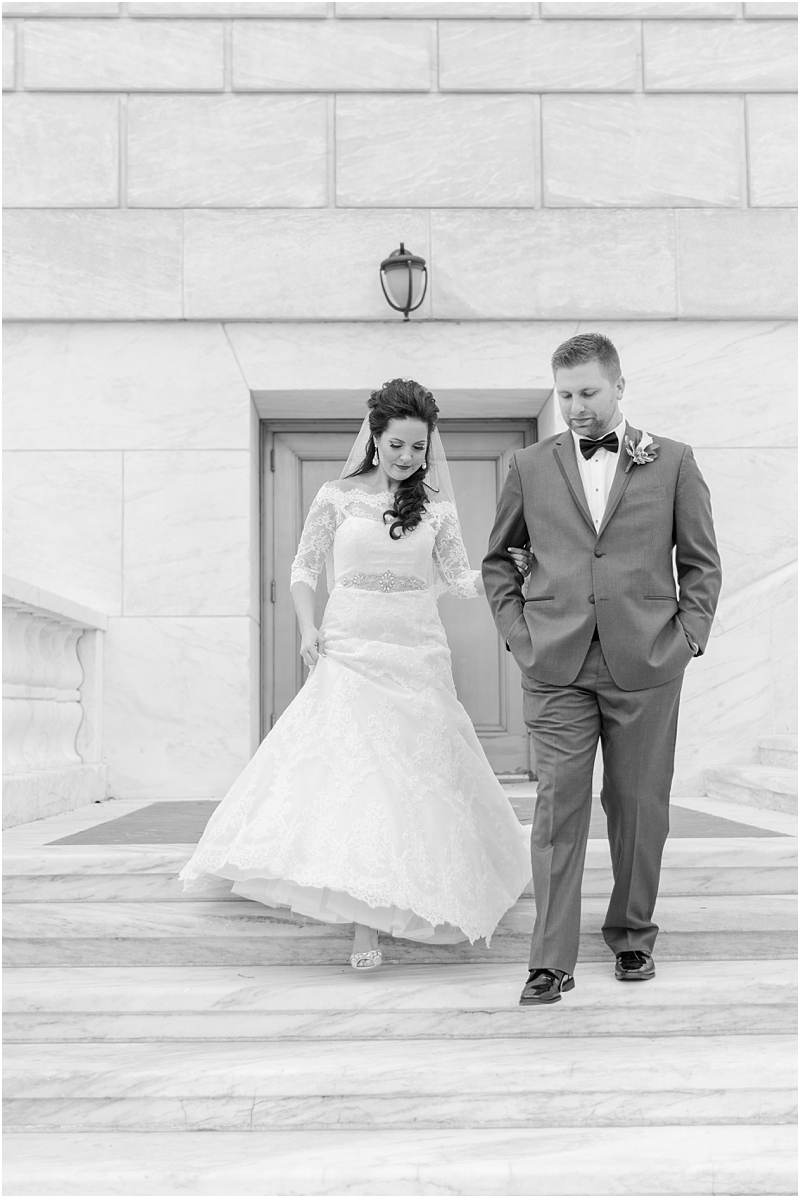 elegant-classic-wedding-photos-in-detroit-mi-at-the-colony-club-detroit-institute-of-arts-the-most-blessed-sacrament-by-courtney-carolyn-photography_0056.jpg