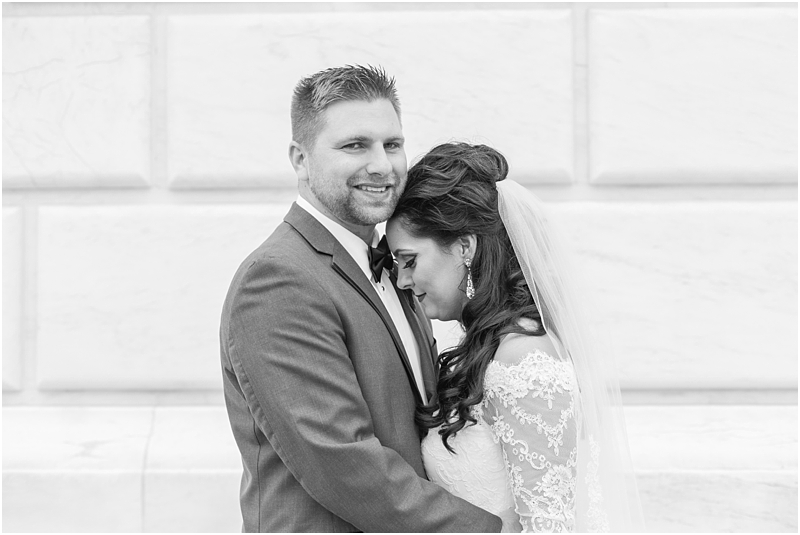 elegant-classic-wedding-photos-in-detroit-mi-at-the-colony-club-detroit-institute-of-arts-the-most-blessed-sacrament-by-courtney-carolyn-photography_0059.jpg
