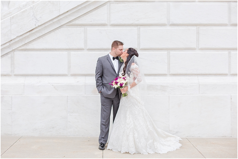 elegant-classic-wedding-photos-in-detroit-mi-at-the-colony-club-detroit-institute-of-arts-the-most-blessed-sacrament-by-courtney-carolyn-photography_0069.jpg