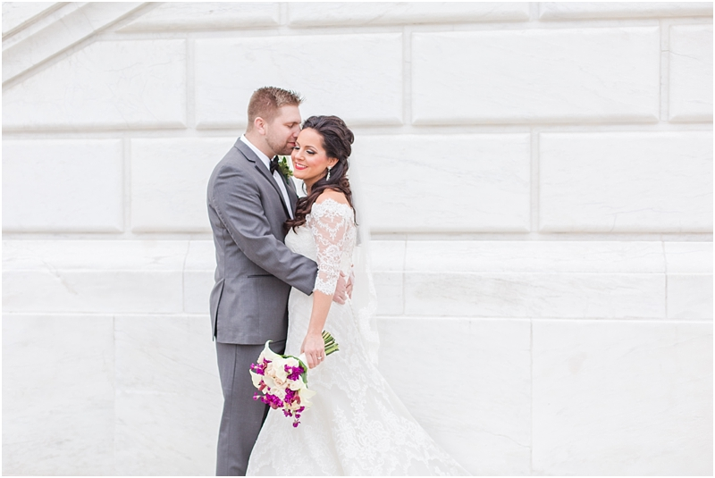 elegant-classic-wedding-photos-in-detroit-mi-at-the-colony-club-detroit-institute-of-arts-the-most-blessed-sacrament-by-courtney-carolyn-photography_0076.jpg