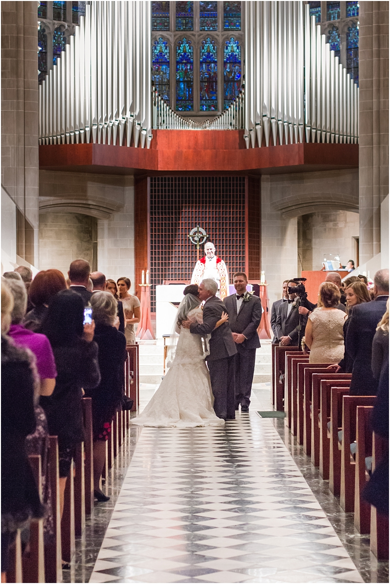 elegant-classic-wedding-photos-in-detroit-mi-at-the-colony-club-detroit-institute-of-arts-the-most-blessed-sacrament-by-courtney-carolyn-photography_0095.jpg