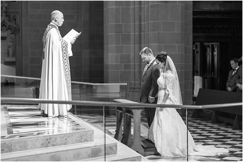 elegant-classic-wedding-photos-in-detroit-mi-at-the-colony-club-detroit-institute-of-arts-the-most-blessed-sacrament-by-courtney-carolyn-photography_0097.jpg