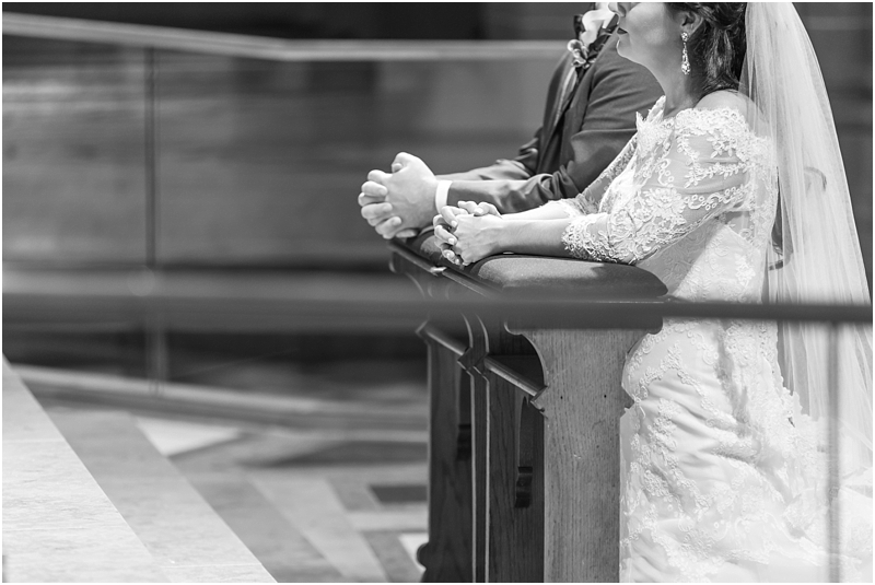 elegant-classic-wedding-photos-in-detroit-mi-at-the-colony-club-detroit-institute-of-arts-the-most-blessed-sacrament-by-courtney-carolyn-photography_0102.jpg