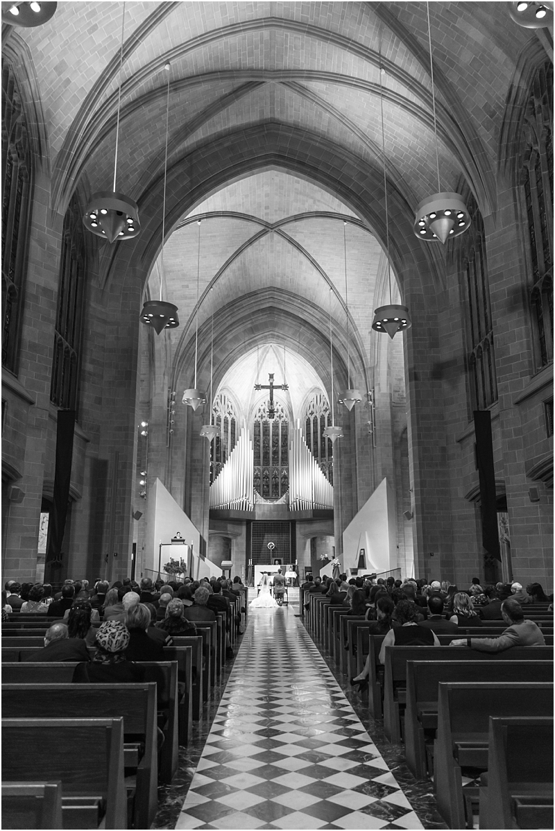 elegant-classic-wedding-photos-in-detroit-mi-at-the-colony-club-detroit-institute-of-arts-the-most-blessed-sacrament-by-courtney-carolyn-photography_0103.jpg