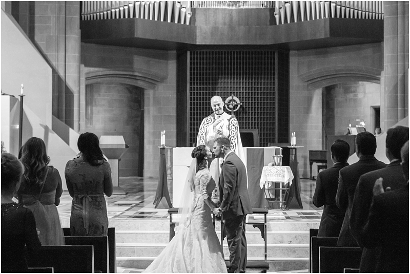 elegant-classic-wedding-photos-in-detroit-mi-at-the-colony-club-detroit-institute-of-arts-the-most-blessed-sacrament-by-courtney-carolyn-photography_0113.jpg