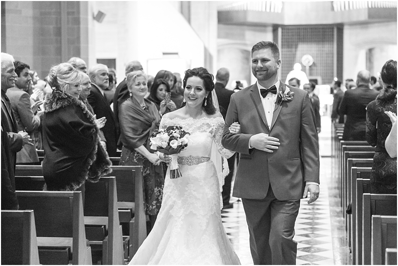 elegant-classic-wedding-photos-in-detroit-mi-at-the-colony-club-detroit-institute-of-arts-the-most-blessed-sacrament-by-courtney-carolyn-photography_0114.jpg