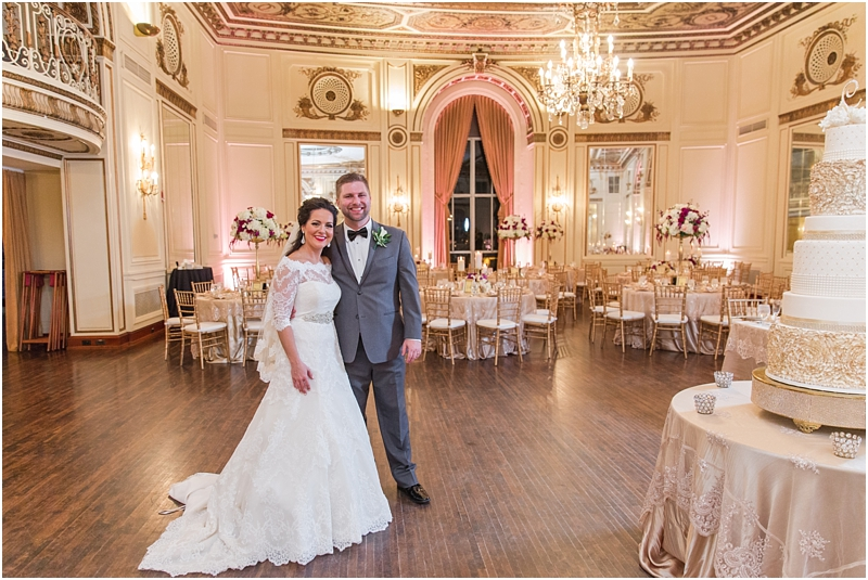 elegant-classic-wedding-photos-in-detroit-mi-at-the-colony-club-detroit-institute-of-arts-the-most-blessed-sacrament-by-courtney-carolyn-photography_0119.jpg