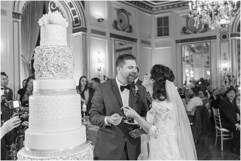 elegant-classic-wedding-photos-in-detroit-mi-at-the-colony-club-detroit-institute-of-arts-the-most-blessed-sacrament-by-courtney-carolyn-photography_0124.jpg