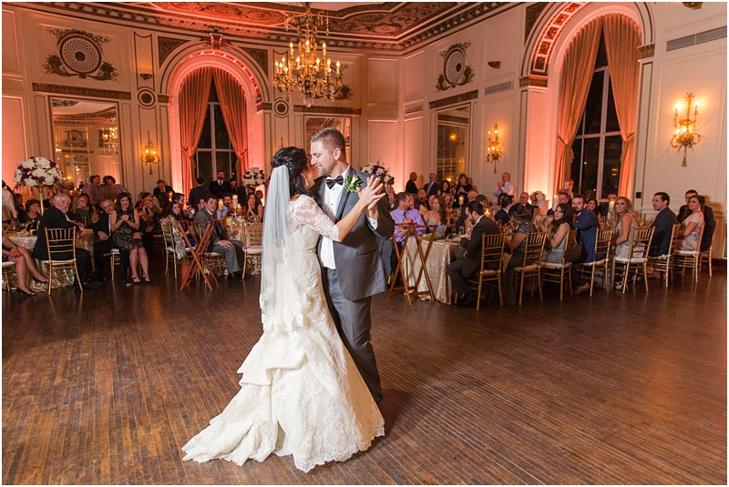 elegant-classic-wedding-photos-in-detroit-mi-at-the-colony-club-detroit-institute-of-arts-the-most-blessed-sacrament-by-courtney-carolyn-photography_0132.jpg